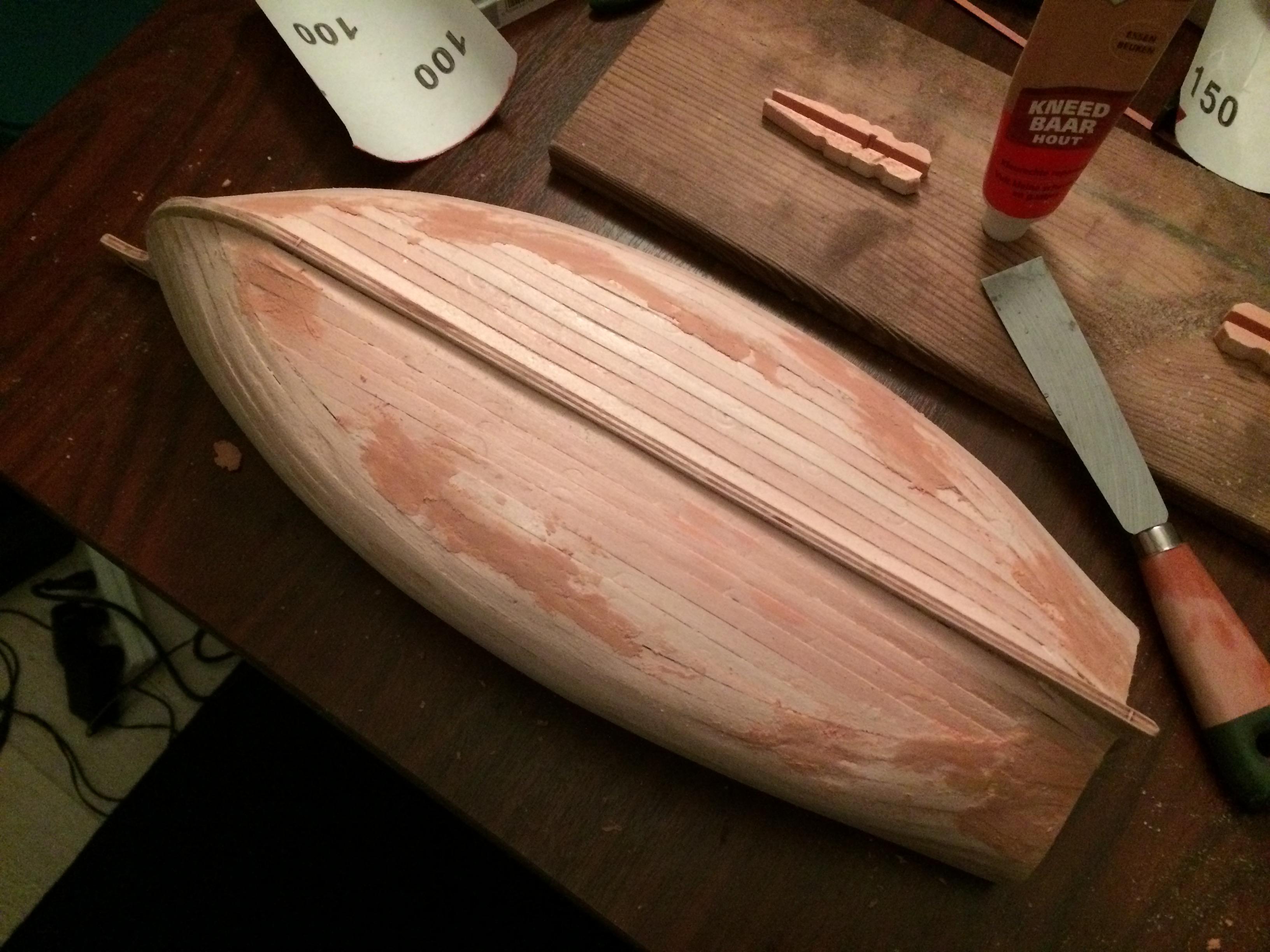 Oneffenheden opvullen met vloeibaar hout